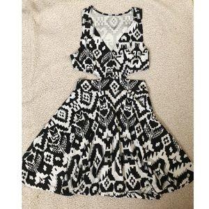 Topshop Dresses - 🌸 Black and White Side Cutout Dress